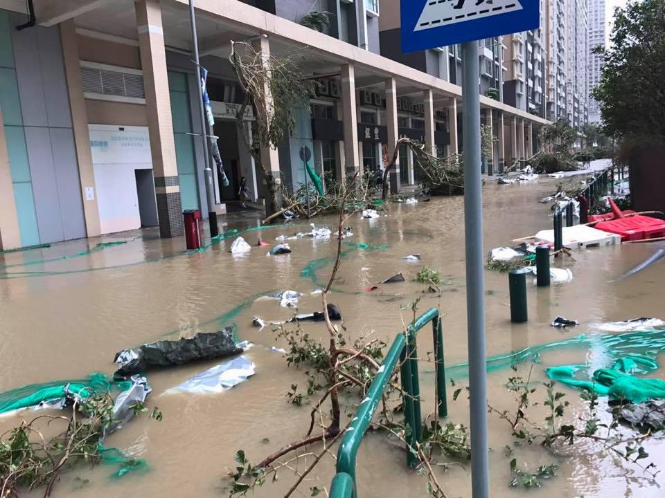 受「天鴿」影響,澳門多區出現嚴重水浸,廣泛地區一度長時間停電,交通也大受影響。(Kevin Shih/facebook)