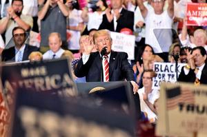 鳳凰城集會演說回應維州衝突事件 特朗普批媒體扭曲事實