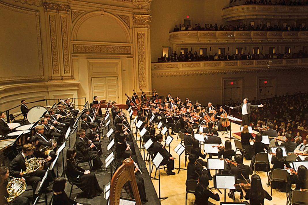 2012年10月28日,紐約卡耐基音樂廳迎來了神韻交響樂團世界首演。(攝影:戴兵/新唐人)