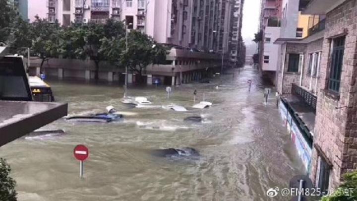 颱風「天鴿」於8月23日襲擊了廣東,威力巨大。珠海、深圳、江門陸海空交通遭受重創。(網絡圖片)