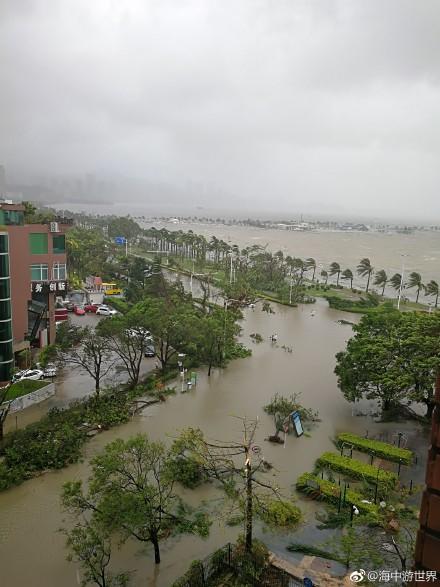 8月23日,颱風「天鴿」在廣東珠海登陸,瞬時大風破當地歷史紀錄。圖為「天鴿」登陸珠海的情景。(網絡圖片)