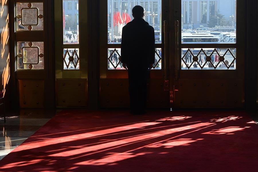 有分析認為,「十九大」人事大局已定,連串信號顯示在北戴河會議後,北京將「清理戰場」,掀起新一波金融監管風暴。(GOH CHAI HIN/AFP/Getty Images)