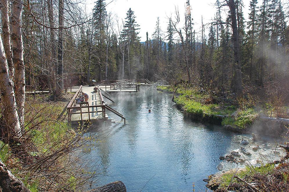 利雅德河溫泉幾乎完全按照自然地形建成。(維基百科)