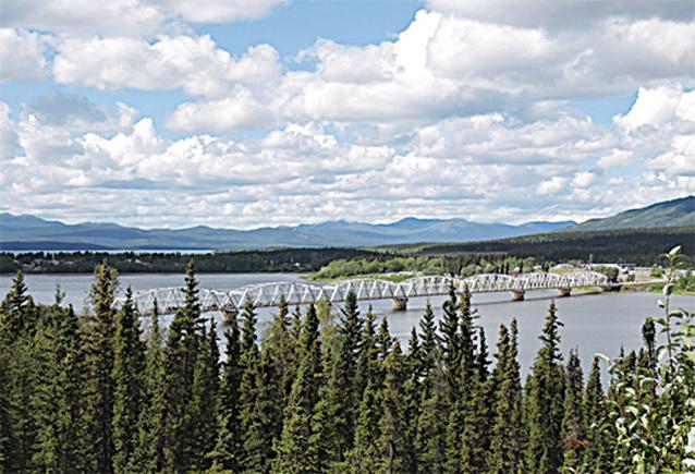 位於Teslin的阿拉斯加最長的跨湖大橋——內秀林灣橋。