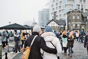 英配偶簽證政策改變給15萬人開放了移民機會