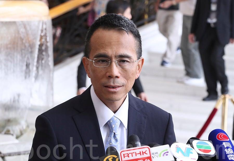 長實副主席兼董事總經理李澤鉅指,今次係「正名」而非改名,不涉及重組,強調不會離開地產主業,而香港繼續是主要市場。(余鋼/大紀元)