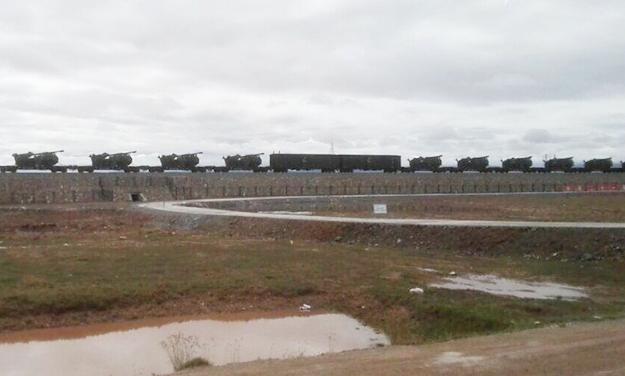 互聯網流傳照片,疑似PCL181型車載加榴炮,被火車運往青藏高原。(網絡圖片)