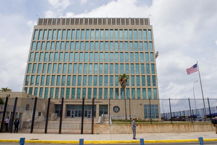 美國和加拿大駐古巴外交人員最近均先後出現聽力受損等症狀,有的外交官甚至需要戴助聽器。圖為美國駐古巴大使館。(維基百科公有領域)