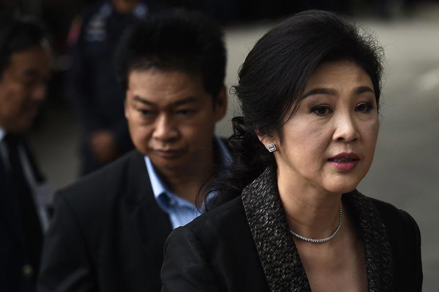 周五(25日),泰國前總理英祿・西那瓦(Yingluck Shinawatra)缺席泰國最高法院的宣判。圖為8月1日英祿出庭。(LILLIAN SUWANRUMPHA/AFP/Getty Images)