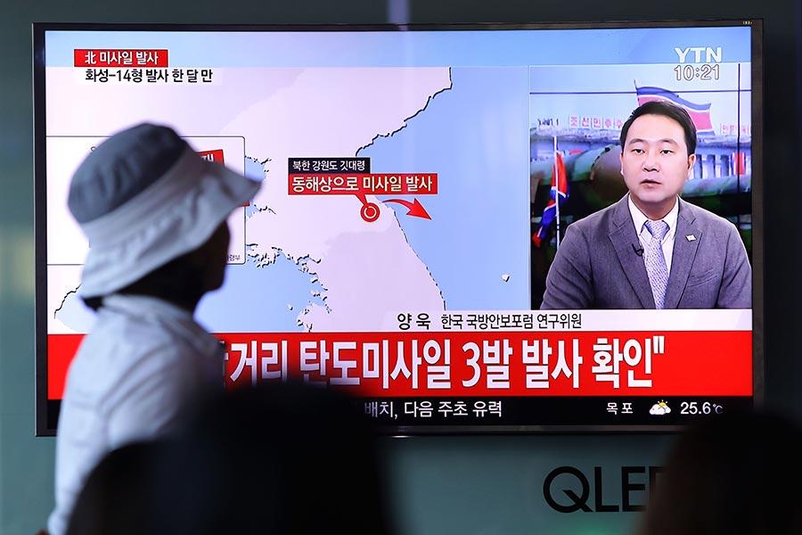 北韓今晨發射三枚短程導彈,全部均試射失敗。(Chung Sung-Jun/Getty Images)