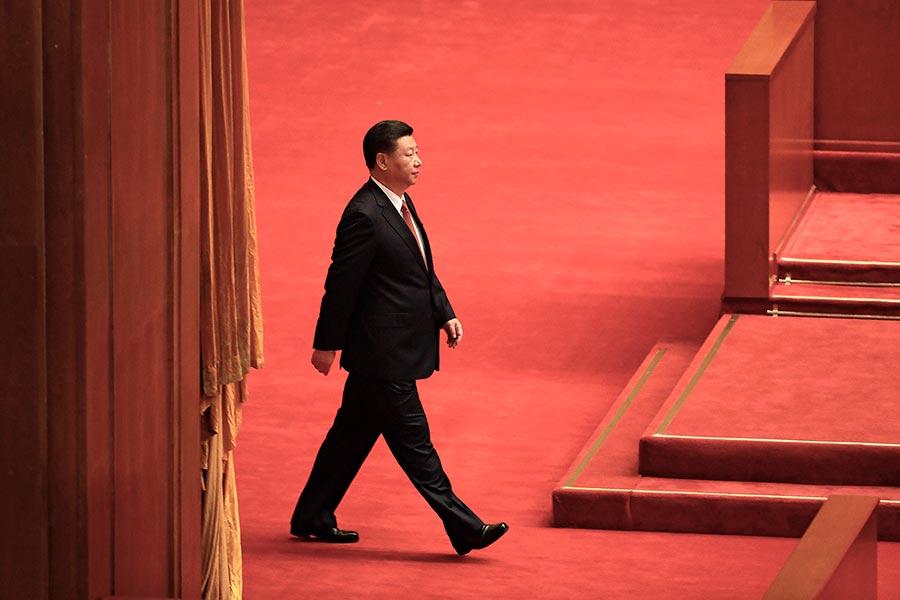 中共十九大的召開時間已定,而政治局常委人選仍是外界最為關注的焦點之一。近日網上又有傳聞稱,十九大常委人數將由七人變為五人。(ANDY WONG/AFP/Getty Images)