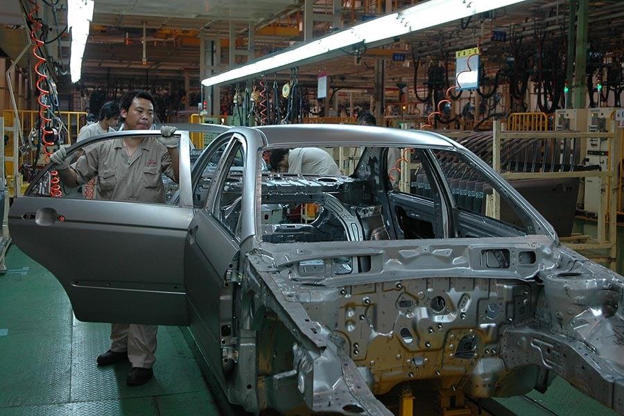 中共反對南韓部署薩德防禦導彈系統,鼓勵民眾抵制南韓產品,江蘇鹽城的起亞汽車公司也遭滑鐵盧,銷售量大減。圖鹽城市境內起亞汽車製造廠的車間。(大紀元資料室)