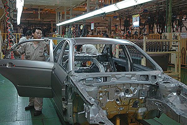 中共反對南韓部署薩德防禦導彈系統,鼓勵民眾抵制南韓產品,江蘇鹽城的起亞汽車公司也遭滑鐵盧,銷售量大減。圖為鹽城市境內起亞汽車製造廠的車間。(大紀元資料室)