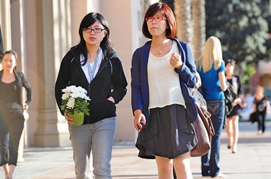 美國皮尤研究中心公佈的報告顯示:2016年來自中國的逾期滯留美國者總共有25,486人。(Getty Images)