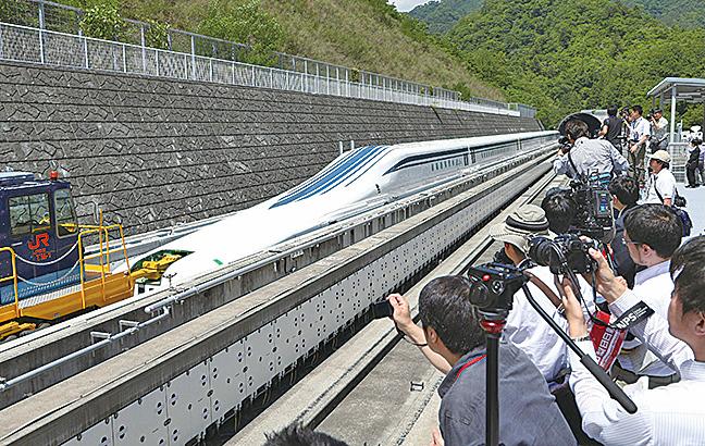 日本磁浮列車MagLev在測試中,時速500公里。(Getty Images)