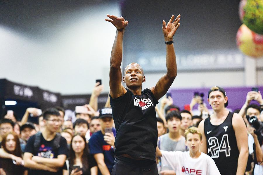 NBA球星Ray Allen讚港人熱情  與球迷切磋球技分享球鞋經驗