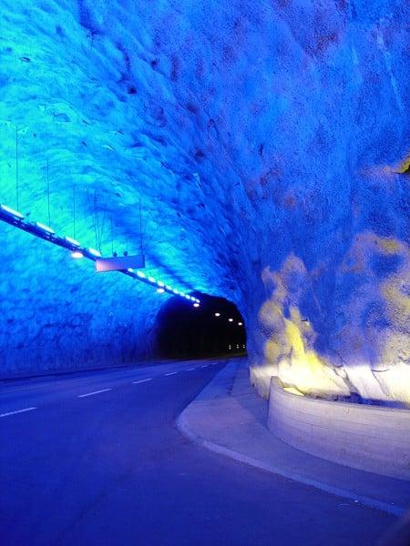 進入時光隧道,回顧牛郎織女的故事。(網路圖片)