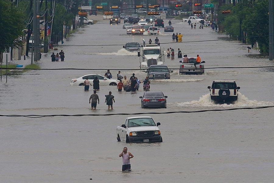 哈維颶風侵襲德州,由於持續降雨,侯斯頓地區遭遇嚴重洪災。(THOMAS B. SHEA/AFP/Getty Images)