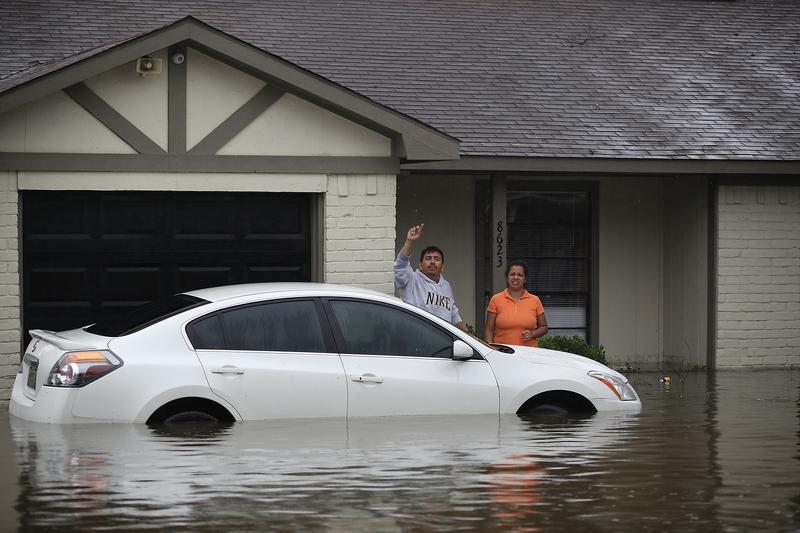 哈維颶風襲擊德州,侯斯頓遭遇前所未有的洪災。圖為2017年8月28日,德州侯斯頓,水患嚴重,有不少民眾受困。(Joe Raedle/Getty Images)