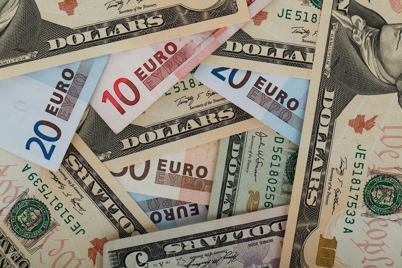 歐元周一(28日)兌換1.198美元,創下2015年1月以來新高價,美元指數同時收跌0.5%至92.25,來到2016年5月以來低位,反映市場正聚焦颶風哈維對全美第四大城市德州侯斯頓和全美經濟的重創。(Pixabay)