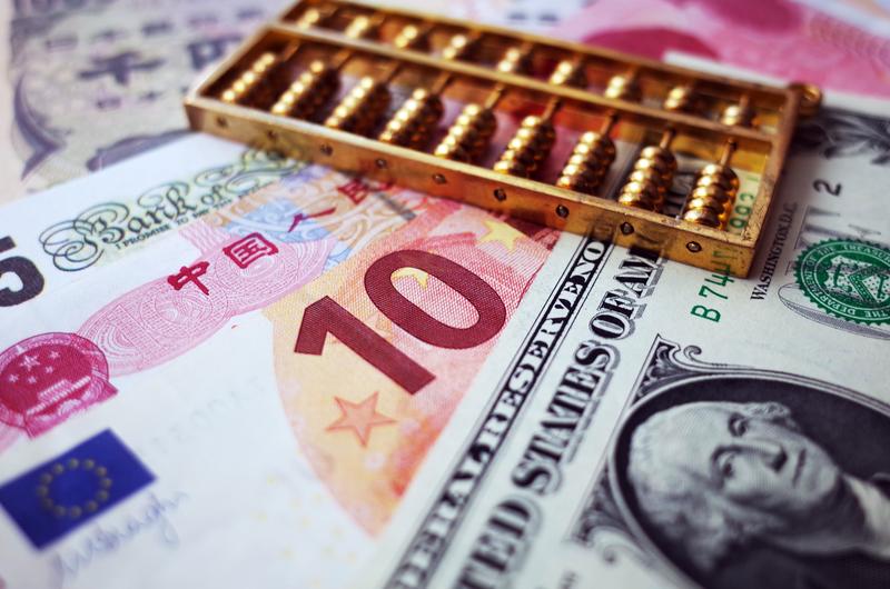 據陸媒披露,不少落馬「大老虎」斂財偏愛收現金外幣。(大紀元資料室)