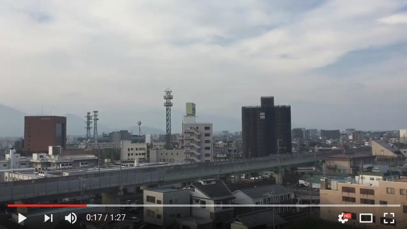 在北韓於8月29日早上無預警地發射導彈後,日本東北地區的居民收到各式警報。圖為以廣播警報通知民眾的長野市。(視像擷圖)