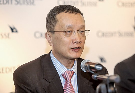 瑞信董事總經理兼亞洲區首席經濟分析師陶冬表示,「債轉股」方案減債勢在必行,但質疑市場力量不足以消化不良貸款。(大紀元資料圖片)