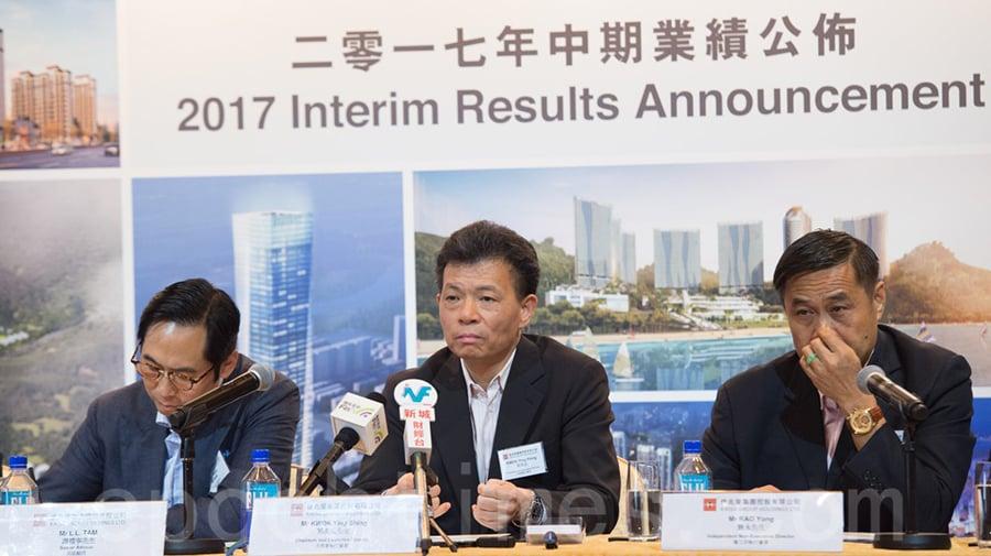 復牌不到半年的佳兆業主席郭英成(中)澄清,佳兆業和他個人都沒有持有任何保險公司的股權股份。(郭威利/大紀元)