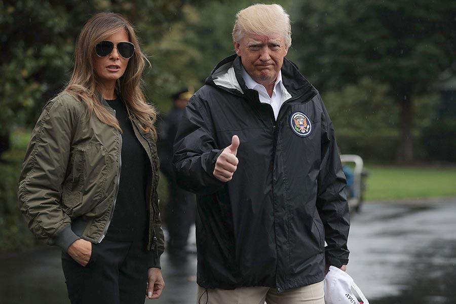 特朗普攜夫人離開白宮,前往德州。(Alex Wong/Getty Images)