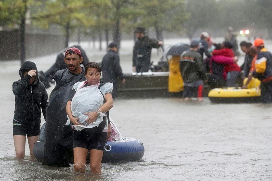 連日來,美國德克薩斯州遭受颶風哈維襲擊,洪水成災,成千上萬居民不得不撤離。(加通社)