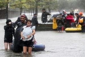 德州洪災區加人想家 加拿大人伸手援助