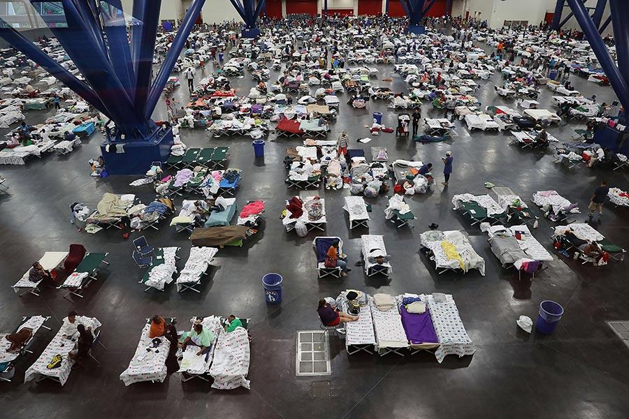 侯斯頓喬治・布朗會議中心周一晚上容納了超過5,000人。(Joe Raedle/Getty Images)