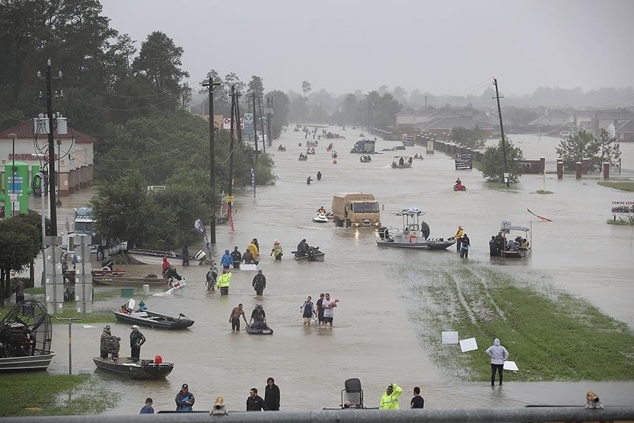 哈維風暴肆虐美國,造成15人死亡,德州侯斯頓也遭遇前所未有的洪水。(Joe Raedle/Getty Images)