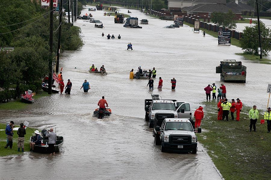 哈維風暴為美國德州帶來創紀錄的降雨,第四大城市侯斯頓部份地區降雨量打破美國史上熱帶風暴帶來最多雨量的紀錄。(Scott Olson/Getty Images)