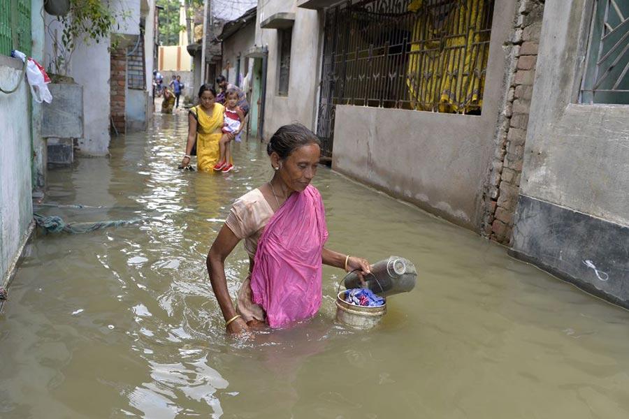 印度遭遇洪水。(DIPTENDU DUTTA/AFP/Getty Images)
