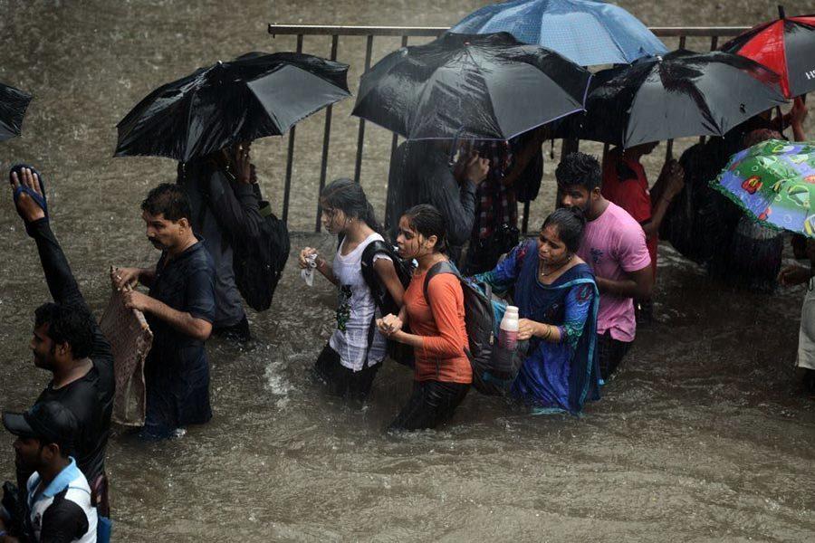 印度暴雨萬人被困 南亞多國洪災千人死亡