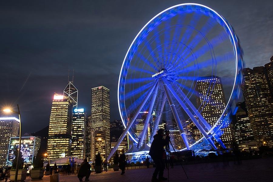 位於中環海濱的香港摩天輪將於本月20日重開,成人票價大幅減至港幣20元。(JOHANNES EISELE/AFP/Getty Images)