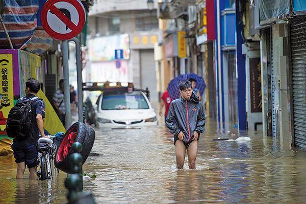 「天鴿」吹襲澳門,對澳門市內造成嚴重破壞。(Getty Images)