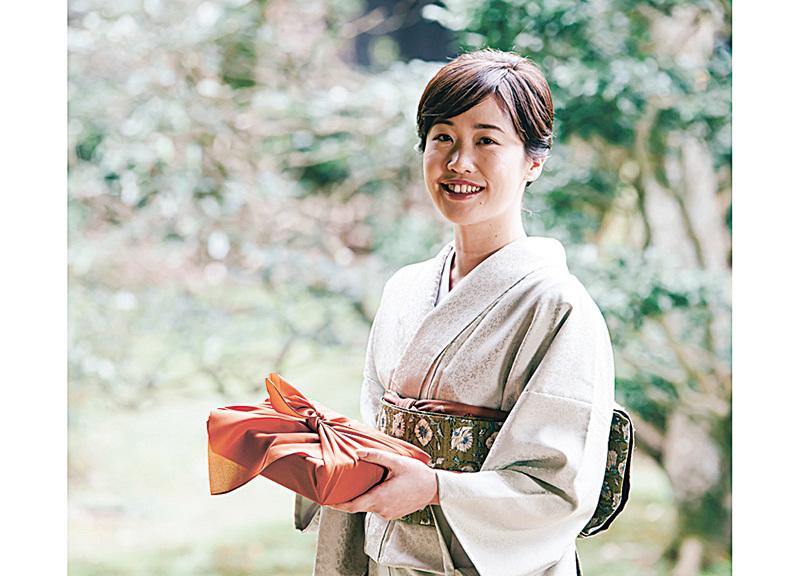 日本中元节由祭祖演變成現在的感恩送禮。(PIXTA)