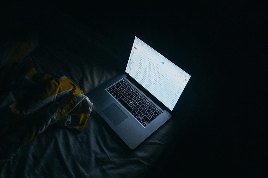 資訊專家近日研究發現,全球有高達7.1億個電子郵件帳號,遭一隻電郵機械人「利用」,散佈含有銀行木馬程式的垃圾郵件。(Ami Vitale/Getty Images)