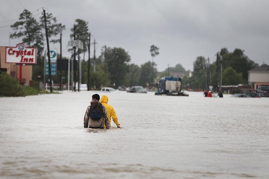 哈維風暴自上周五開始肆虐美國,目前造成至少20多人遇難,其中包括一名在侯斯頓經營鐘錶修理店的中國移民男子。(Scott Olson/Getty Images)