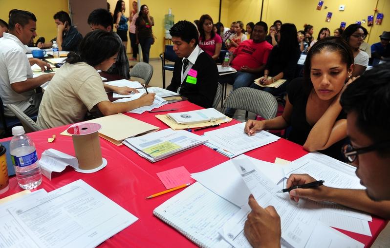 2012年8月15日,洛杉磯開始受理希望繼續留在美國的「達卡」(DACA)申請案。(FREDERIC J. BROWN/AFP/Getty Images)