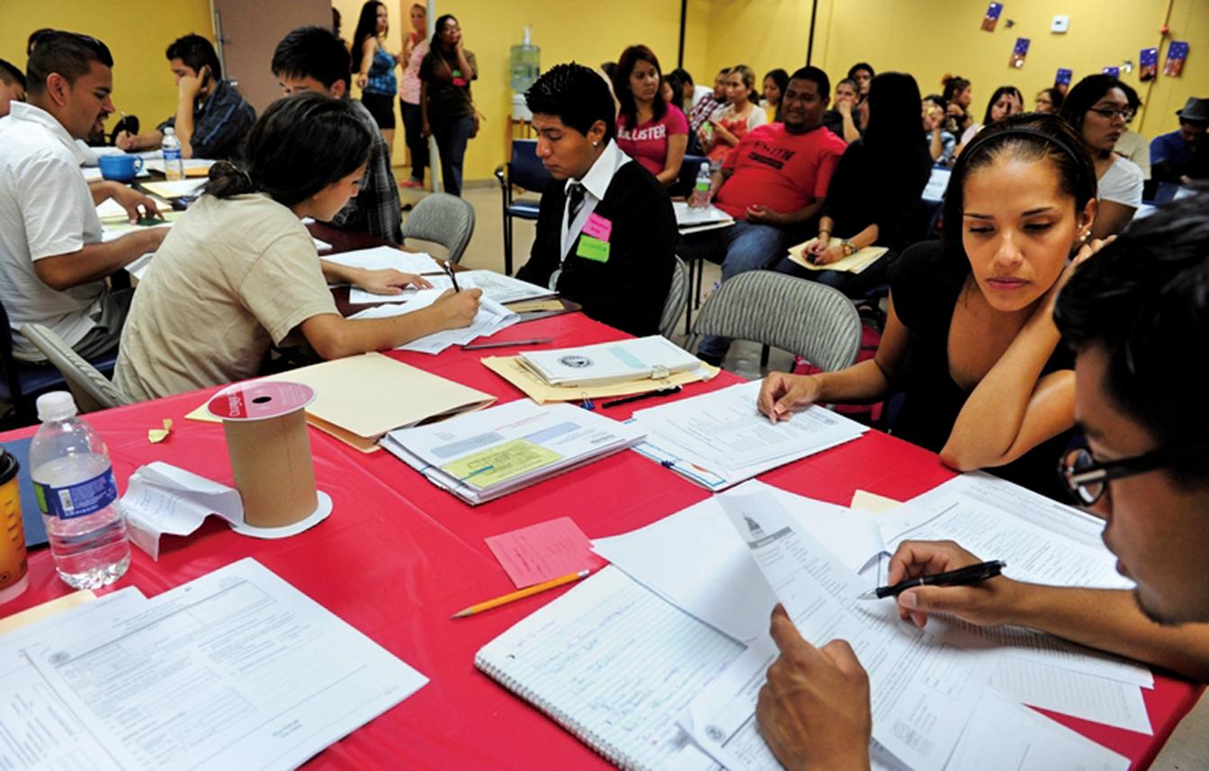 2012年8月15日,洛杉磯開始受理申請「夢想者」留在美國的「達卡」。(AFP)