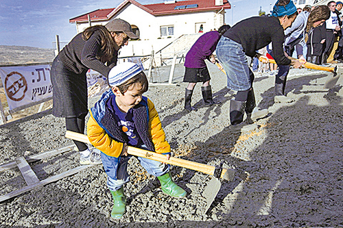 從小訓練孩子適度地勞動,不僅可以鍛鍊身體,還可以讓孩子的心靈更為堅強。(AFP)
