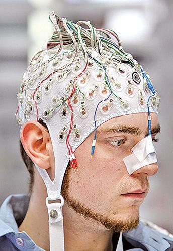 從腦部科學、神經科學及認知心理學的領域發現,人類95%的行為是由無意識的腦部活動所掌控,一般人根本無法察覺自己原來是一個表裏不一的人。(Getty Images)