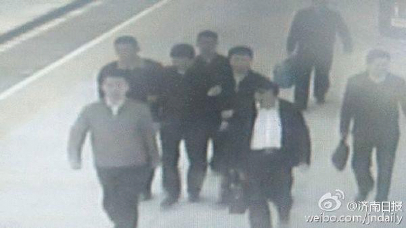 官媒罕見曝光濟南市市長楊魯豫被帶走的畫面。(網絡圖片)