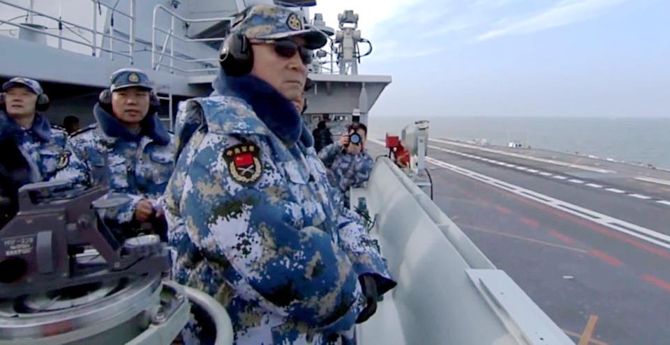 中共海軍司令吳勝利親率「遼寧號」航空母艦繞台訓練,結果非但沒有「耀武揚威」,反而暴露了中共這首艘航母的6大弱點。(網絡圖片)
