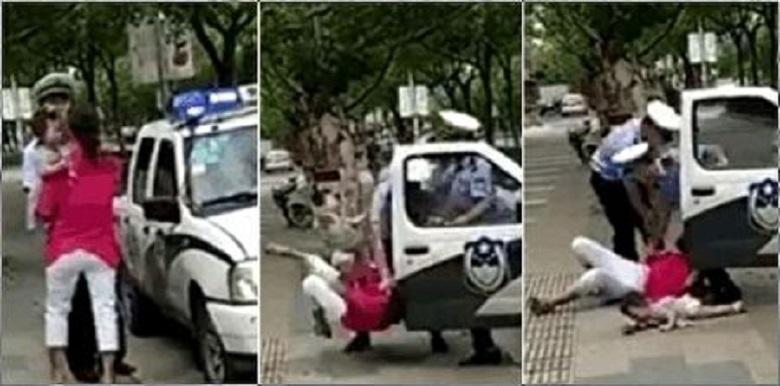 警察一個絆摔將婦人絆倒,懷中的孩子也被摔在地上,大聲哭喊。(網絡圖片)