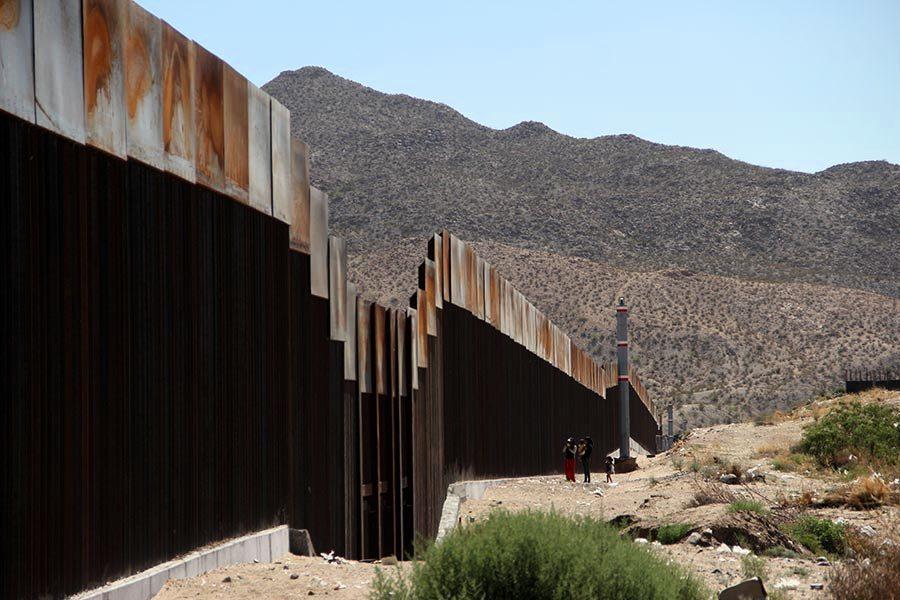 興建美墨邊境牆新進展 四公司中標打造原型