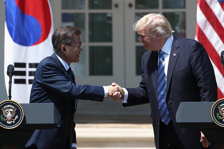 美國總統特朗普9月1日與南韓總統文在寅在電話會談中,就增強南韓導彈防禦能力達成共識。(Mark Wilson/Getty Images)